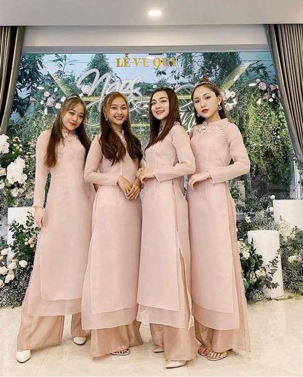 Săn đón cho đội phù dâu áo dài bưng quả Đông Nhi