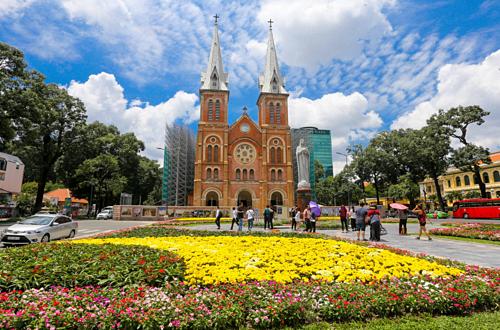 Địa điểm chụp hình Tết Nguyên Đán cho người dân Sài Thành - Nhà Thờ Đức Bà