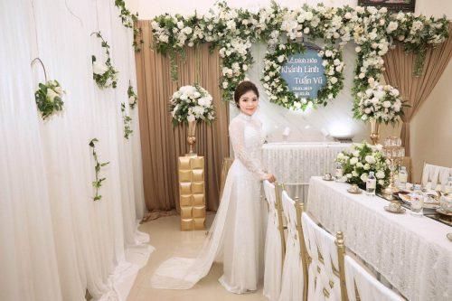 Thuê áo dài cưới màu trắng phối ren cho cô dâu tại RICCA